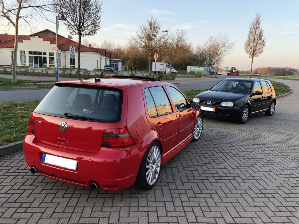 VW Golf 4 GTI vs R32